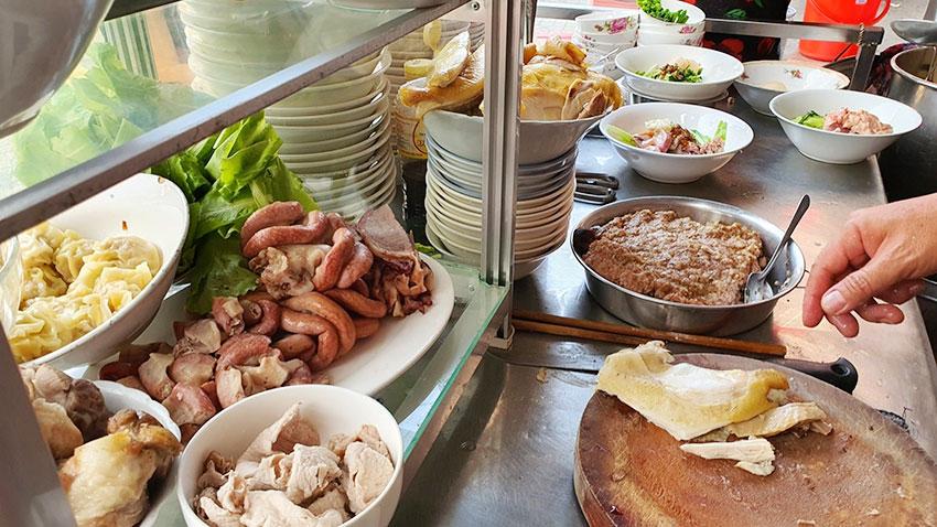 Cách nấu nước lèo hủ tiếu gà, cách nấu nước lèo hủ tiếu người Hoa ngon nhất Sài Gòn