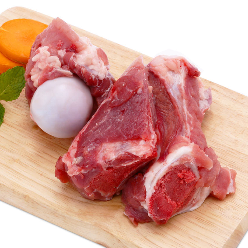 Sơ chế xương để nấu món hủ tiếu xương